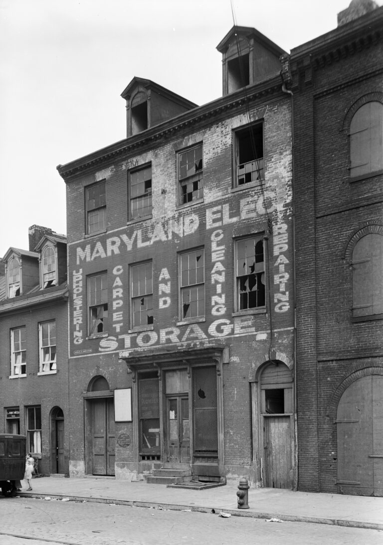Historic American Buildings Survey E. H. Pickering, Photographer July 1936 VIEW FROM STREET - 1621 Thames Street (House), Fell's Point, Baltimore, Independent City, MD