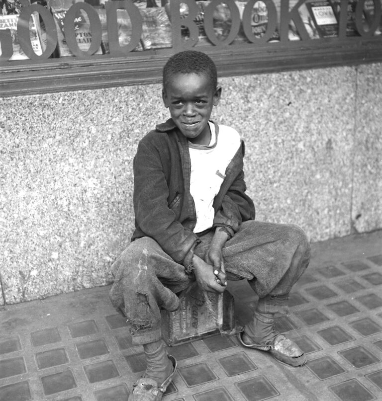 Baltimore shoe shine boy - 1943
