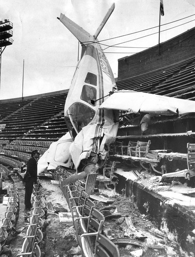 plane crashes into Memorial Stadium